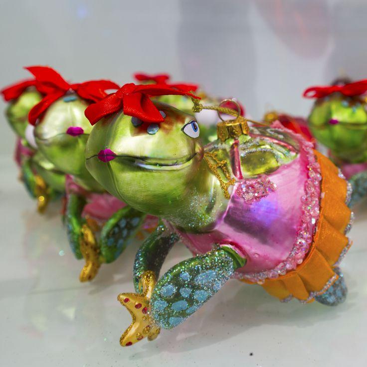 Christmas turtles in dresses