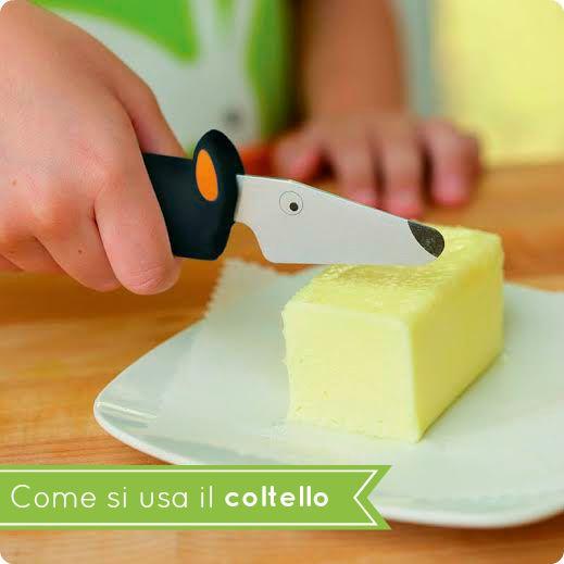 Quando cuciniamo insieme, coltelli e forbici sono utensili che tutti i bambini possono usare in sicurezza, dopo un po' di allenamento. Qual è l'età giusta per cominciare? Qualsiasi: l'importante è che il bambino sia incuriosito dallo strumento e che l'adulto sia disposto a stargli vicino con serenità, ricordando che nulla si impara in un solo...Read More »