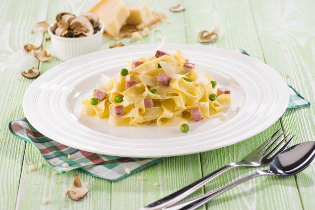 Houbové fettucinne s dušenou šunkou #jaknavelkeveci#food#recipe#foodporn#yum#yummy#cooking#inspiration#meat#meal#fettucinne#mushrooms#ham