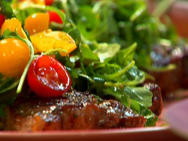 Rosemary-Garlic Steaks with Arugula, Tomatoes and Parmigiano-Reggiano ...