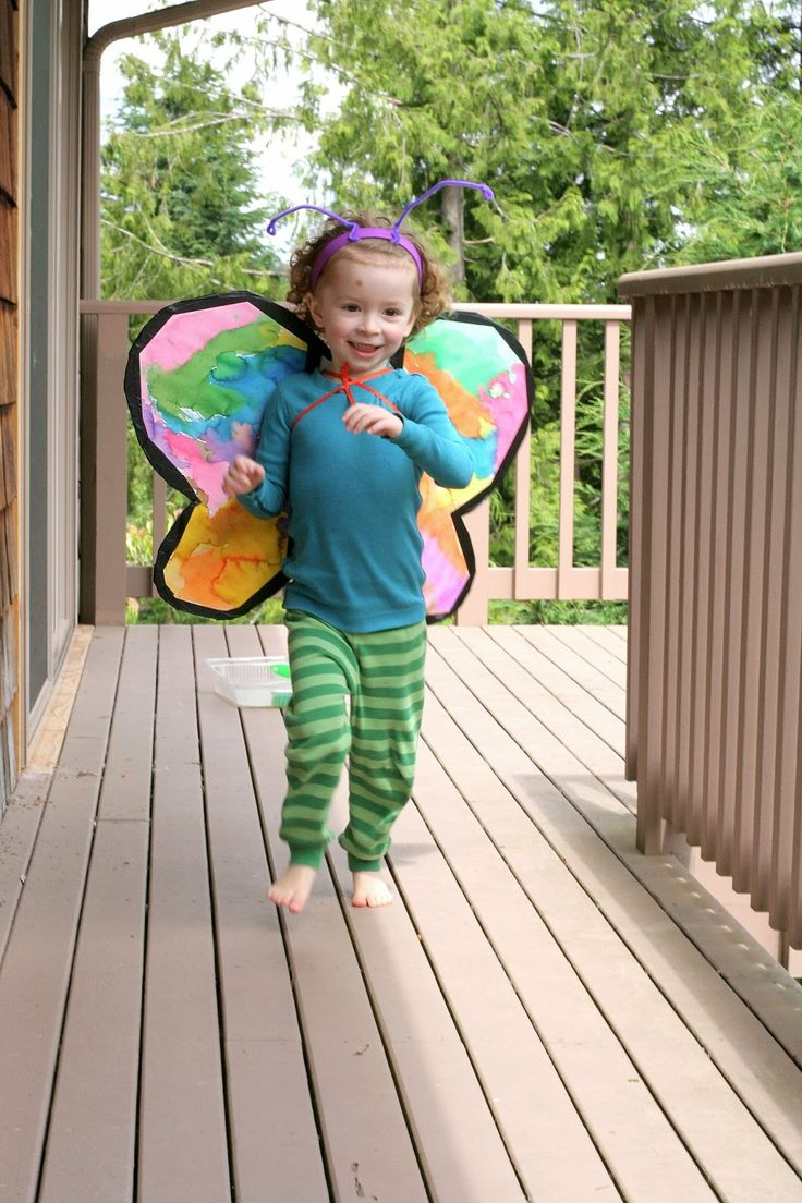 Make your own cardboard butterfly wings butterfly craft for Cardboard activities for toddlers