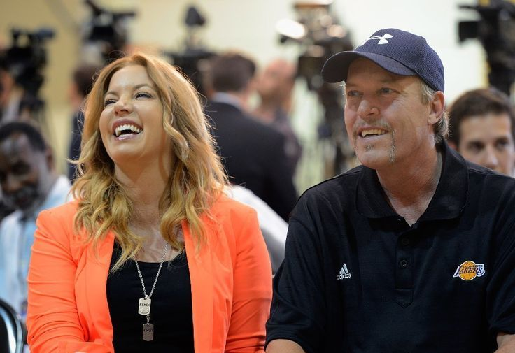 Legal experts say Jeanie Buss appears well positioned to retain control of Lakers http://ift.tt/2n5MkEt Love #sport follow #sports on @cutephonecases