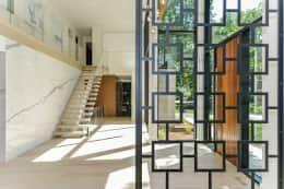 Rockcliffe Park: modern Corridor, hallway & stairs by Flynn Architect
