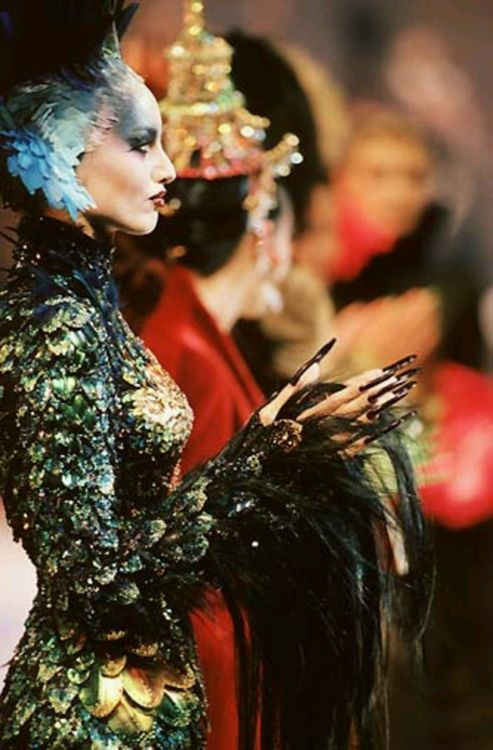Thierry Mugler, haute couture 1997. Incredible.