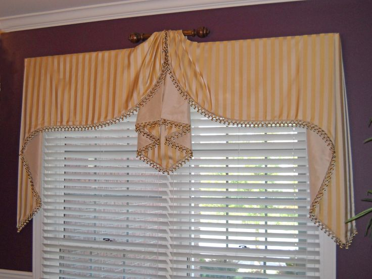 double Moreland valance with raised center