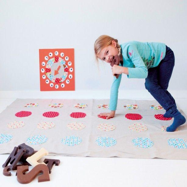 Leuk om zelf te maken. Twister met verschillende kleuren stof. Nu in de Knippie van oktober/november
