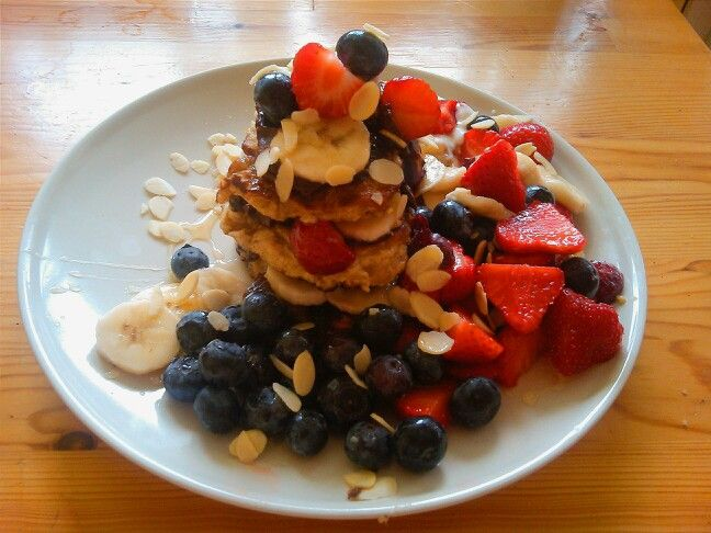 Healthly pancakes again (recipe in my other pin) with honey fruits almonds and avotella (blended avocado with cocoa stevia and hazelnuts) soooo tasty!