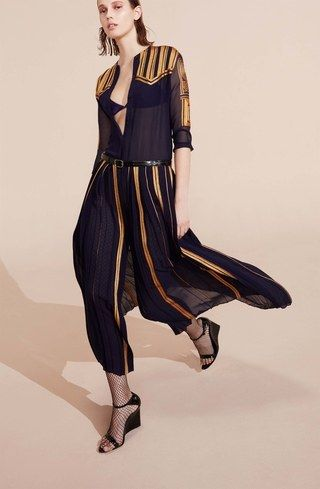 See the complete Nina Ricci Resort 2017 collection.