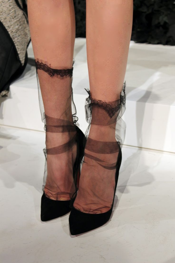 Marchesa, the stocking lace detail and plain black heels are to die for :)