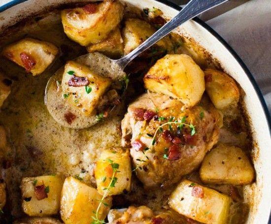 Αυτες οι πατάτες φούρνου είναι το κάτι αλλό! Λιώνουν στο στόμα! Με μουστάρδα και θυμάρι,ετοιμές να απογειώσουν το πιάτο σας! Υλικά: 1,5 κιλό πατάτες 3 κ.γ. μουστάρδα 1κ.γ. μέλι ελαιόλαδο 1 κ.γ. ζωμό λαχανικών Χυμός 1 λεμονιού λιγο νεράκι 1-2 σκελίδες σκόρδο λίγορίγανη μερικά κλωνάρια θυμάρι
