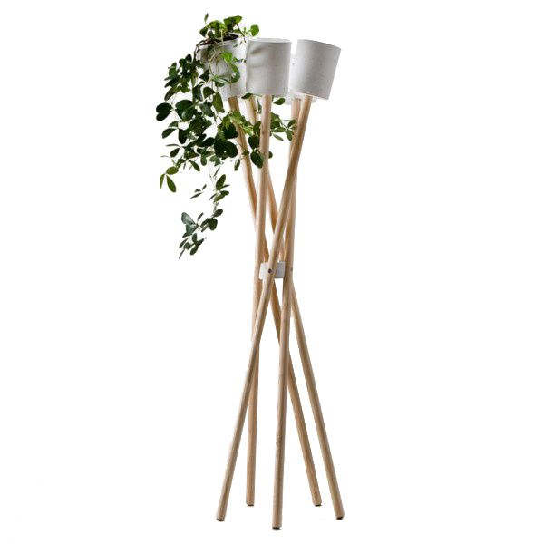 The Hochgarten Concrete Plant Stand is suitable for all pot plants up to 13 cm across. Together with the special properties of the concrete material, the close arrangement of the five cachepots creates a micro-climate.