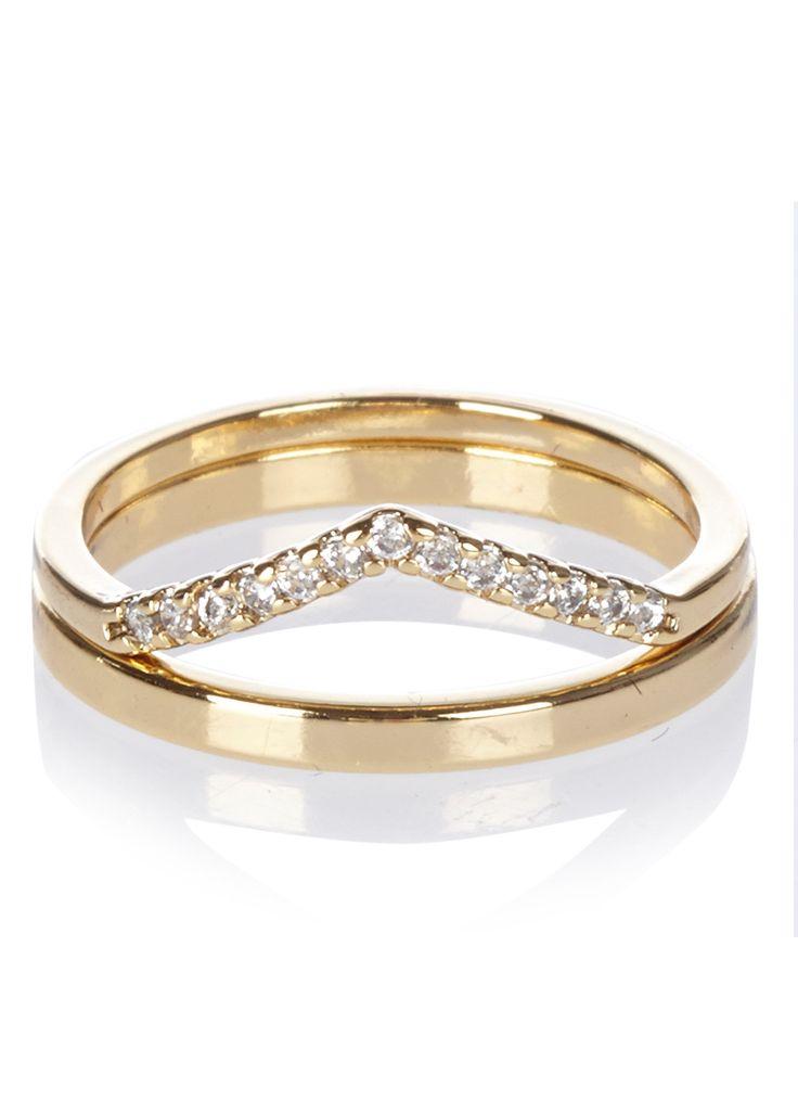 Set van twee ringen van Orelia. Deze set Crystal bestaat uit twee goudkleurige exemplaren. Een ring is versierd met kristallen. Elk sieraad van Orelia is ontworpen door voormalige inkopers Louisa en Colette. De designers laten zich inspireren door winkelen en reizen, van luxe boetieks in St. Tropez tot de markten in Bangkok. De ring is hypoallergeen.