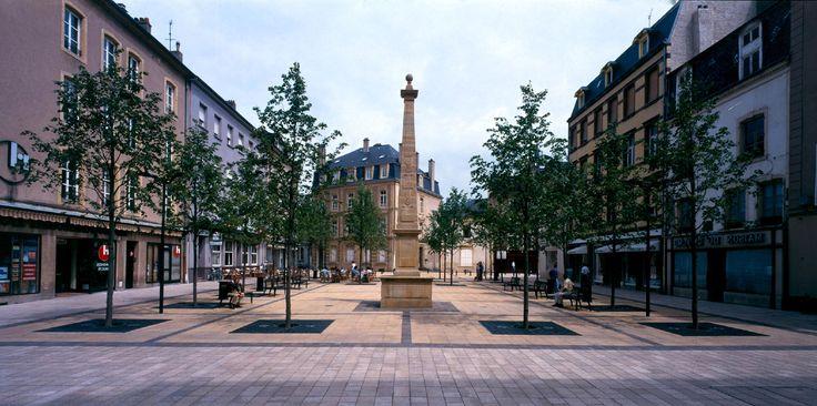 Place Claude Arnoult, place de l'église et place du Marché - Thionville, France Wilmotte & Associés 2000