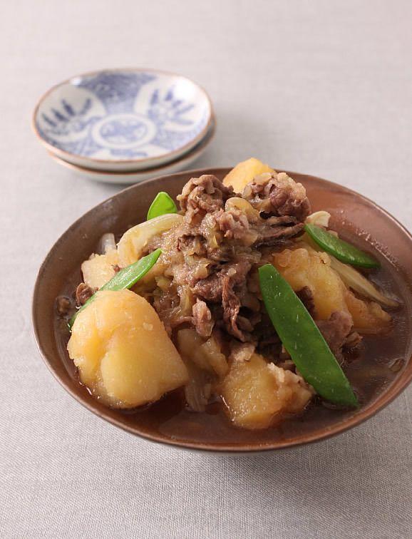 とろとろの牛肉のうまみがじゃがいもにしみて、たまらないおいしさ。いもは時間差をつけて加えると、煮くずれする心配がありません。