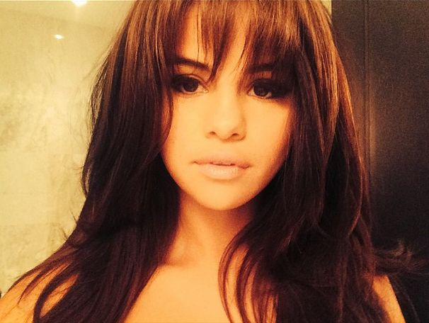 The caption with Selena Gomez's pic revealing her new chunky fringe suggests the look was inspired by Suki Waterhouse. What do you think of the change... Beaut, isn't it?