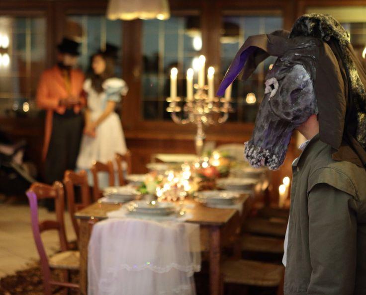 """[il Cappellaio] """"È sempre l'ora del tè, e negli intervalli non abbiamo il tempo di lavare le tazze"""".  #cadelachinvitaanozze #matrimonio #wedding #revinelago #treviso #veneto #italy"""