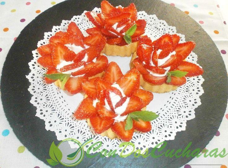 ConDosCucharas.com Fresas con chantilly en tartaletas de bizcocho - ConDosCucharas.com