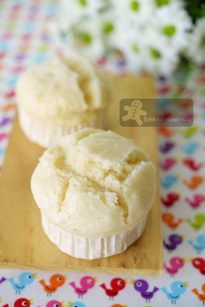 Japanese Yogurt Steamed Cake (Yogurt Mushi-pan) ヨーグルト蒸しパン