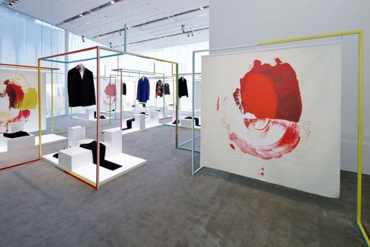 Стильный «геометрический» дизайн бутика мужской одежды Dior Homme