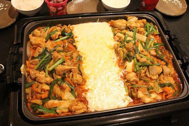 韓国で大流行!ホムパの新定番「チーズタッカルビ」をお家で作ろう♡ - LOCARI(ロカリ)