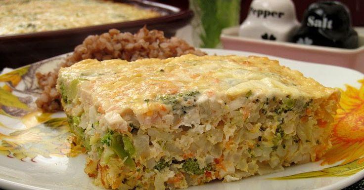 Вкусная, легкая, но при этом достаточно сытная запеканка из куриного фарша, риса, феты и брокколи))) На ее приготовление вы не потратите...