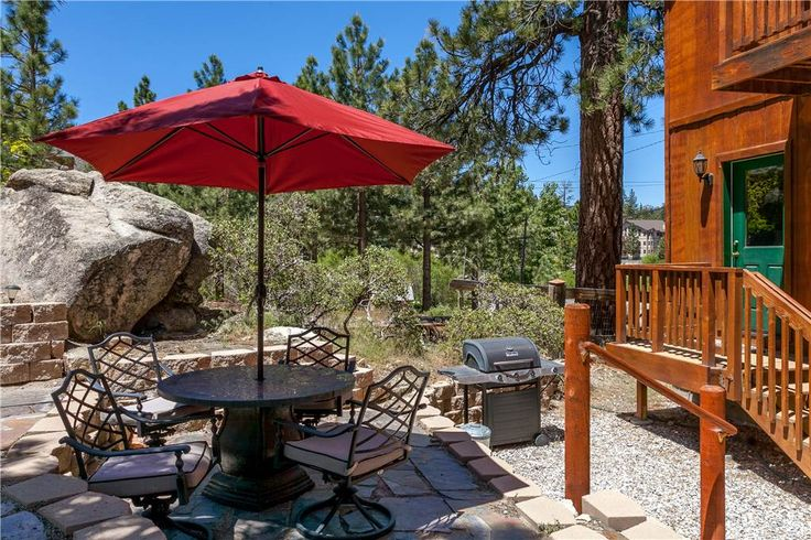 Boulder Bay Park View - Two bedroom plus loft, one and a half bathroom is across the street from the lake with wood burning fireplace, WiFi, TVs, DVD players, and full kitchen with granite countertops and stainless steel appliances. Deck with hot tub and gas barbecue. Beautiful balcony from top floor bedroom that overlooks beautiful Boulder Bay. Front deck is gated.