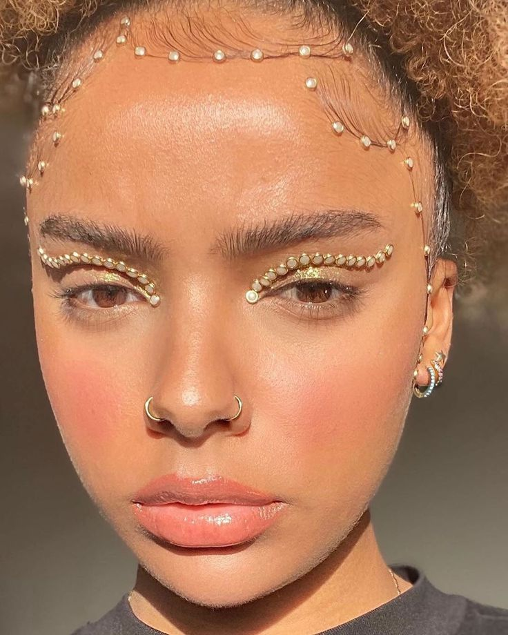 12 Makeup Trends That Are Going to Be Everywhere in 2020 Euphoria Makeup Looks Makeup Trends Make Up Looks, Cute Makeup, Lip Makeup, New Year's Makeup, Gorgeous Makeup, Makeup Geek, Makeup Shayla, New Makeup Trends, Daily Makeup