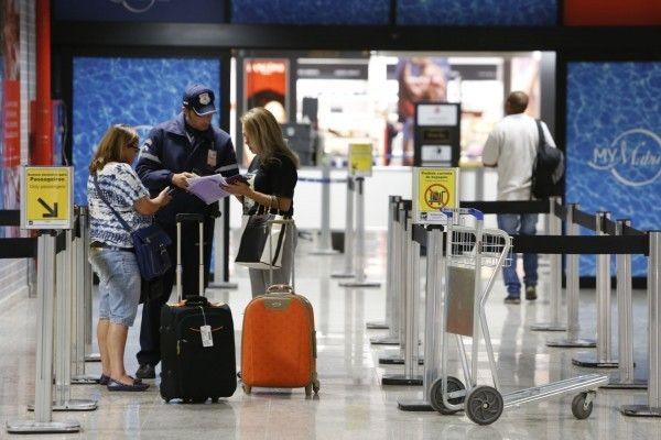 Ninguém gosta de perder tempo em filas, não é mesmo? Confira 5 dicas práticas para evitar dor de cabeça na espera pelo embarque em voos nacionais, de acordo com o novo reforço no procedimento de segurança dos aeroportos.