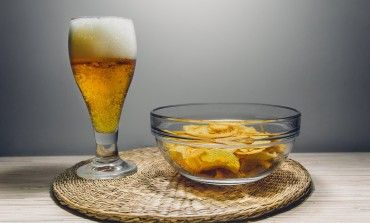 5 Reasons Why it's Important to Eat While You Drink this image and web represent how important is to relax after a long week or exrcices. but there are lots of types of drinking and the web talks that you have to have a modarate and be contolled how much you dfrink.