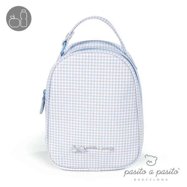 Lichtblauw met wit geruit lunchtasje van het Spaanse merk Pasito a Pasito.