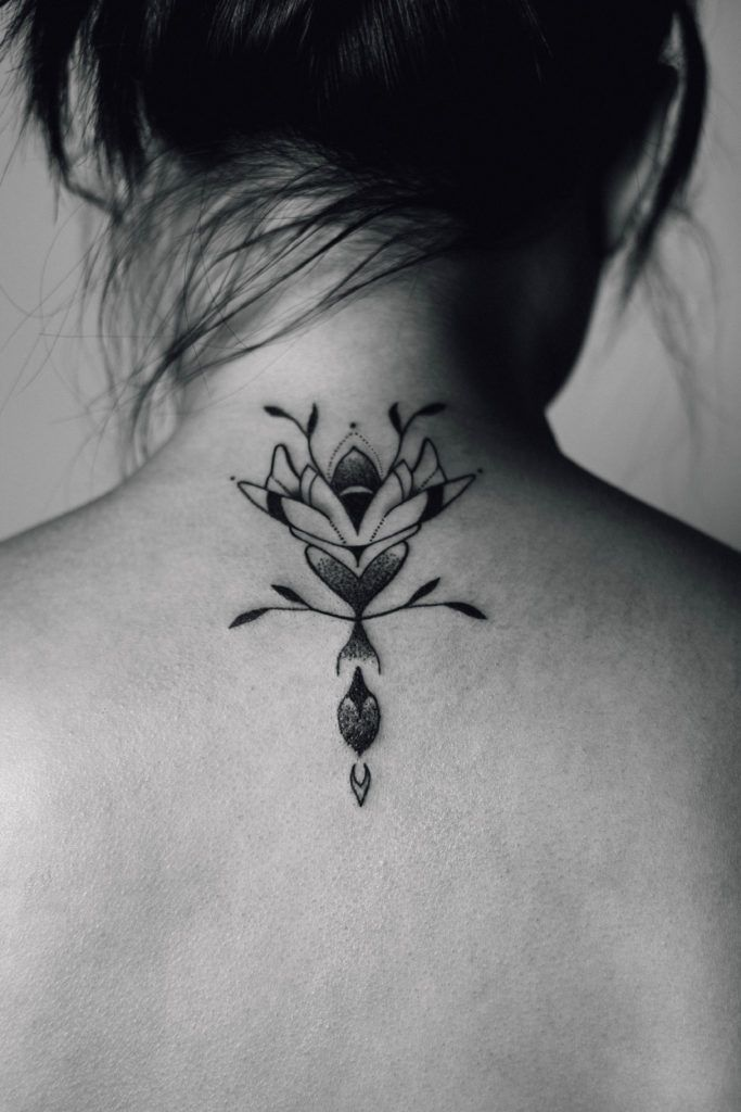 the 21 best tatouages images on pinterest discreet tattoos geometric tattoo animal and small. Black Bedroom Furniture Sets. Home Design Ideas