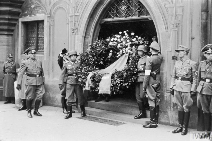 THE STATE FUNERAL OF FIELD MARSHAL ERWIN ROMMEL, 18 OCTOBER 1944 -  Hitler's wreath being carried from Ulm Town Hall.