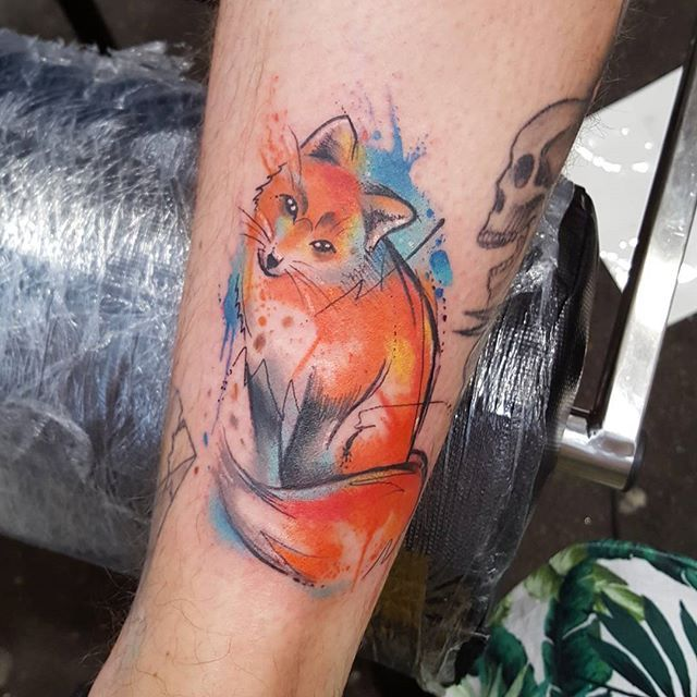 Little foxy done on @staycloseclothing  check them out as they have this really cool fox t-shirt and 50% of the money goes to the national fox welfare society, so do it for foxy reasons!!  #foxtattoo #fox #watercolour #watercolourtattoo #sketch #sketchytattoo #greatbritishtattooshow