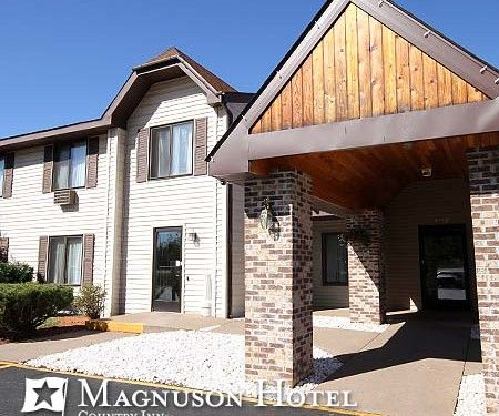 41 best marquette county hotels images on pinterest for Brentwood motor inn marquette mi