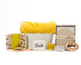 """Citron-Body Refreshing"" Basket Contents - Crabtree & Evelyn Products - Check out http://www.basketful.ca/spa.html for more details.... $105.00 CAD"