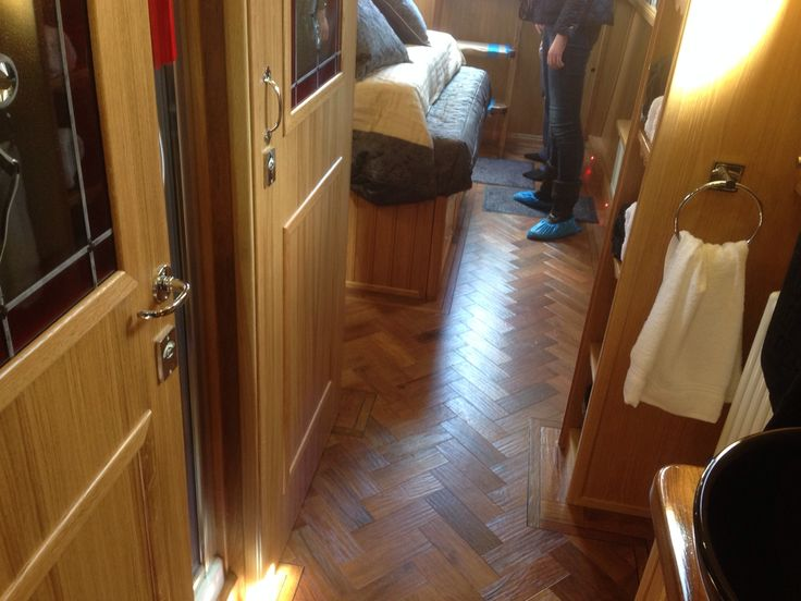 Wizard Narrowboats - Celtic Pride. Walk through bathroom with door that creates separate toilet cubicle.