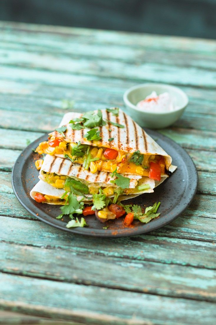 Vegane Quesadillas | Zeit: 15 Min. | http://eatsmarter.de/rezepte/vegane-quesadillas