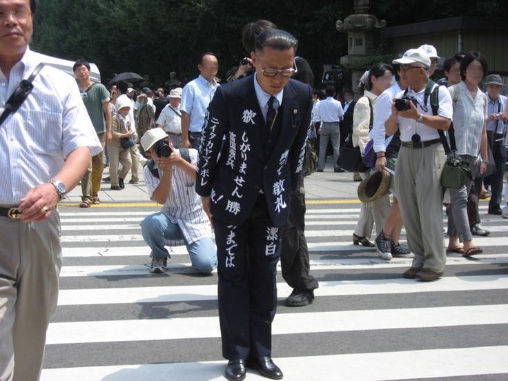 世界に一つだけの花 ーーーー  このファッションは鳥肌実のもの、日本全国でもオンリーワン!この感性が素晴らしい!