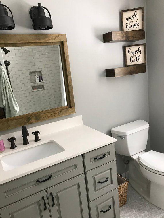 Farmhouse Mirror Wall Decor Rustic Wood Frame Mirror Wood Mirror Bathroom Decor Vanity Mirror 5 Sizes 2020 Goruntuler Ile Siyah Banyo Banyo Fikirleri Banyo Camasir Odasi