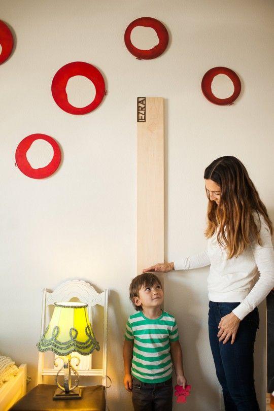 Une toise en bois pour enfant personnalisée
