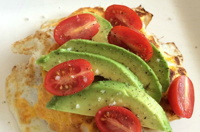 Broodje ei met avocado en tomaat - Francesca Kookt