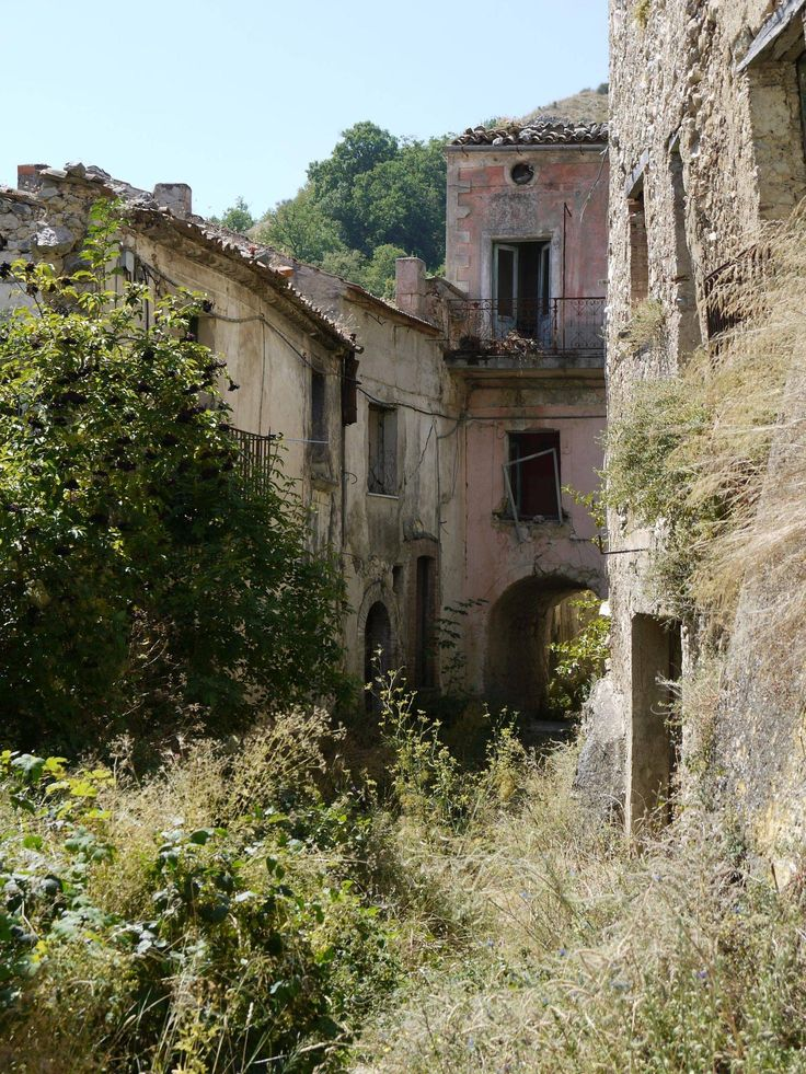 abandoned towns in southern Italy. Full album in link. Craco, Romagnano al Morte, Roscigno, and Tocco Caudio.