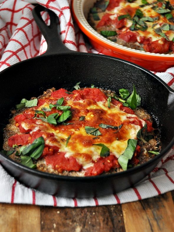 "MEATZZA BY NIGELLA LAWSON (FROM HER BOOK ""NIGELLISSIMA"")  1 x 400 grams can chopped tomatoes, drained 1 tbsp + 1 tsp dried oregano (1 tbsp in the meat mixture & 1 tsp in the tomatoes) pepper to taste salt to taste (I added 1/2 tsp of salt in the meat & a pinch in the tomatoes) 500 grams minced beef 3 tbsps grated Parmesan 3 tbsp"