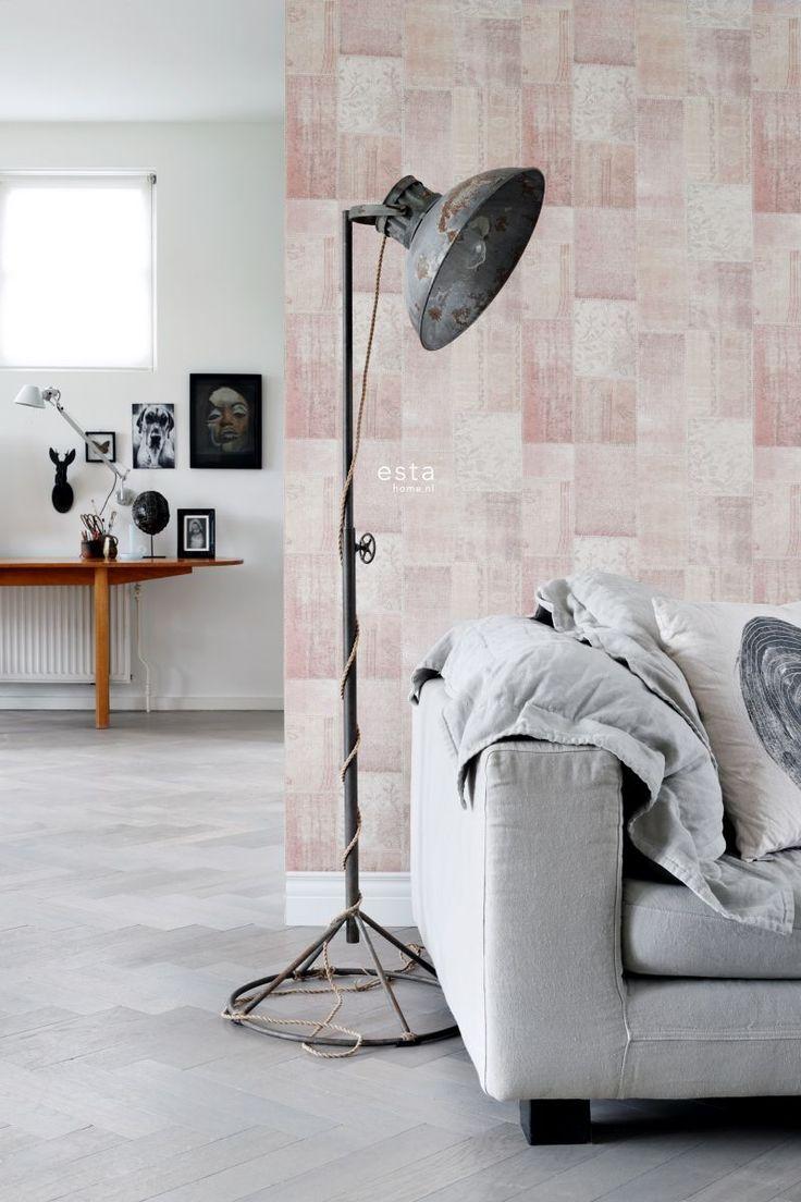 chalk printed eco texture non woven wallpaper Oriental ibiza marrakech kelim patchwork carpet Peach orange pink #kelim #patchwork #perzik #woonkamer #livingroom #scandinavisch #pastel #vtwonen #estahome