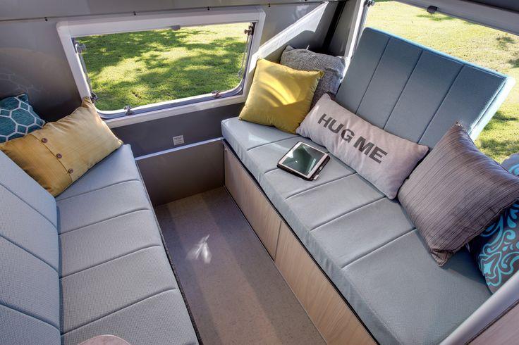 Hug me! / Fais moi un calin!   La partie arrière se transforme en lit king / The rear section could be converted in a king size bed.