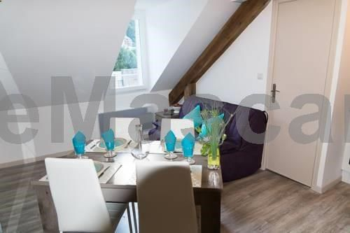 Le Sancy Le Mont-Dore Located 3.6 km from Le Mont Dore Ski School, LE SANCY offers accommodation in Le Mont-Dore. LE SANCY boasts views of the mountain and is 4.1 km from Col de la Croix-Morand. Free WiFi is featured .