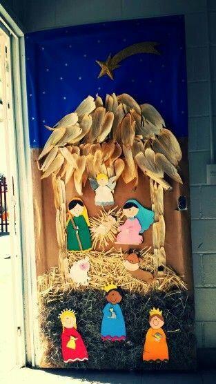 313 556 p xeles for Puertas decoradas navidad colegio