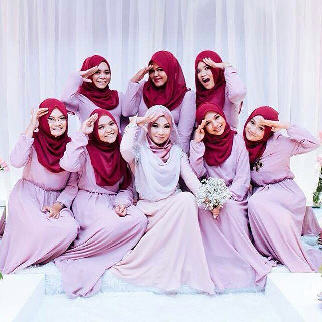 Aww #squadgoals  Such a sweet photo by @the_asphere  from Malaysia  . . . #hijabbride #hijabbridesmaid #hijabi #weddingku #muslimwedding #muslimweddingideas #dugun #dugunfotografcisi #damat #hijaboutfit #hijabi #weddingdress #bridestory #thebridestory #weddingphotography #weddingphoto #hijablook #hijabbride #bridaldress #gelin #gelindamat #gelinlik #hijabibridesmaid #hijabibride by muslimweddingideas