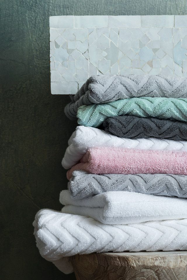 A selection of high-quality essentials in soft materials. Decoration favourites for every room in your home.  | H&M Home