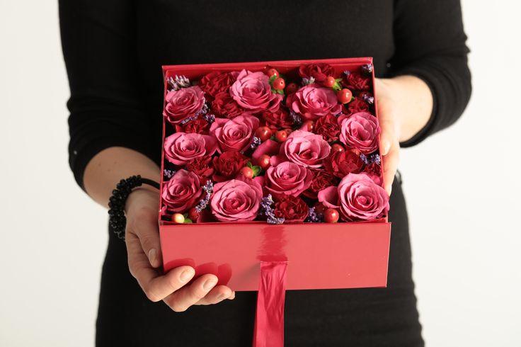 flower_box#flowerbox #flowers #smile #flowergirl #gift #giftbox #handmade  #flower #roses #rosebox #beautiful #lovely #box  #giftbox #present #birthdaypresent #luxurilife #glitterflowers
